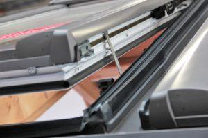IWM-Aktuell Roto_Quadro_Kindersicherung-300x200 Roto Dachfenster bieten Sicherheit auch für die Kleinsten Aktuelles Allgemein Aus der Branche  Wohnungswirtschaft Wohnkomfort Wohndachfenster Solartechnologie Schwingfenster Kindersicherung Immobilienwirtschaft Immobilien Dachtechnologie Dachfenster