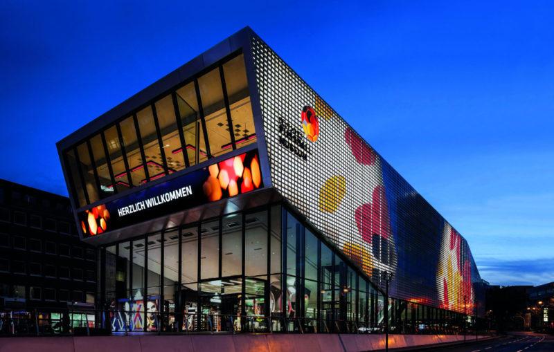 Immobilienwirtschaft Magazin Deutsches-Fussballmuseum-bei-Nacht-800x509 E-Mobilität: So profitieren Immobilienverwalter von der grünen Technologie Aktuelles  Spotlight NRW gold BEST GRUPPE