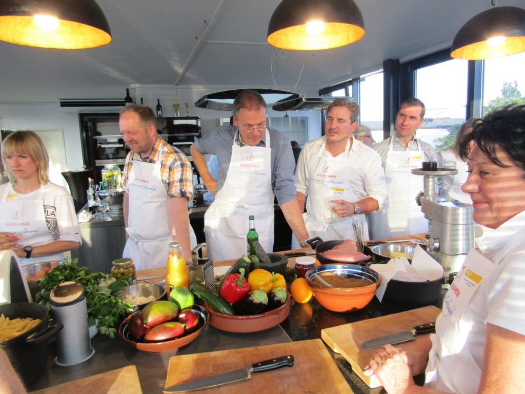 IWM-Aktuell IMG_0985-1-1024x768 meet & grill Hamburg: Aller guten Dinge sind zwei Aktuelles Meet & Grill  Wohnungswirtschaft meet & grill Kochschule Hamburg