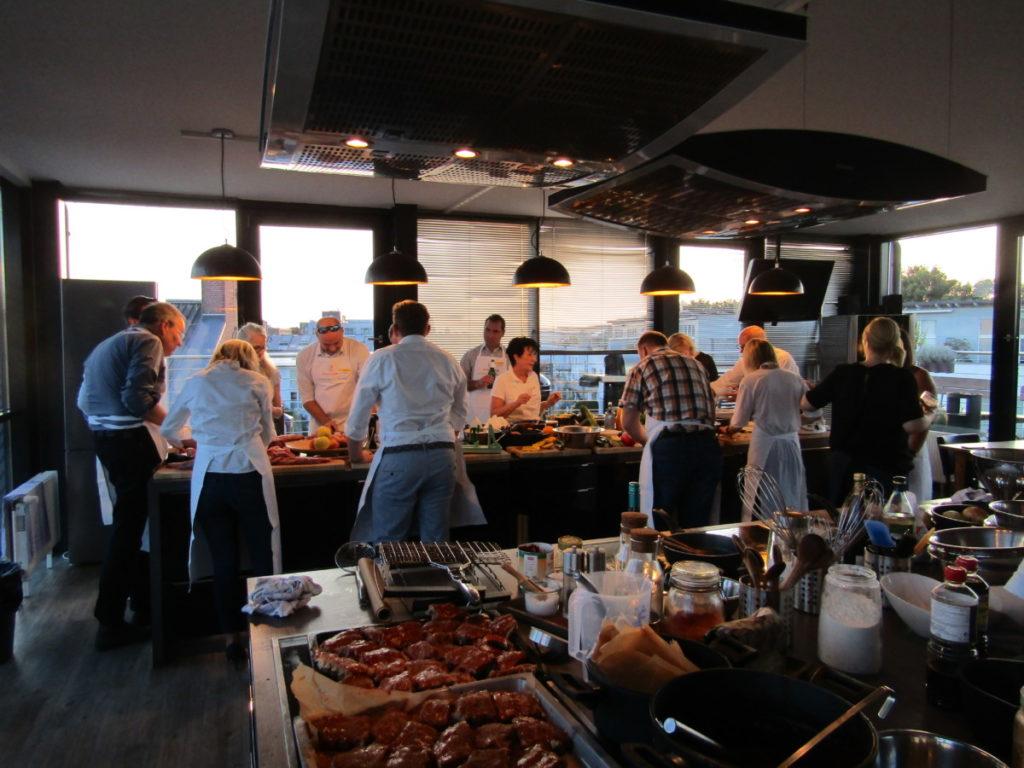 IWM-Aktuell IMG_1015-1024x768 meet & grill Hamburg: Aller guten Dinge sind zwei Aktuelles Meet & Grill  Wohnungswirtschaft meet & grill Kochschule Hamburg