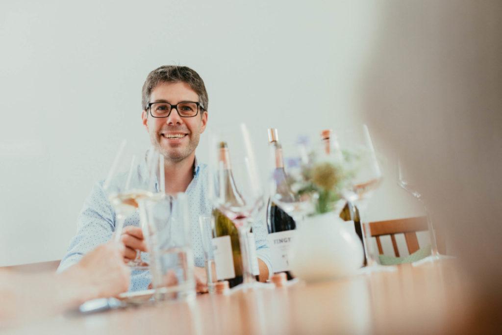 IWM-Aktuell Weingut-Finger_1701_web-1024x683 Digital Wine Tasting 2021 - es geht wieder los! Allgemein Digital Wine Tasting Digitalisierung Weinprobe